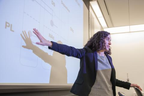 Neuroscience professor, Ilana Witten, teaching