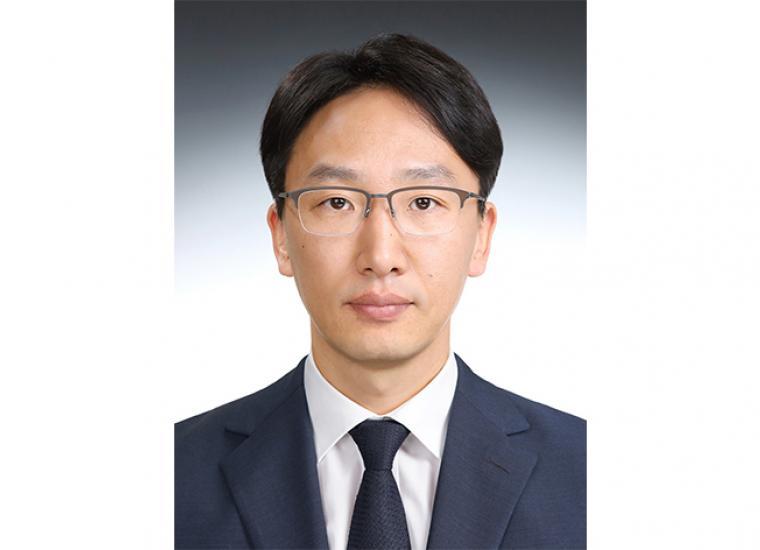 Korean Studies Librarian Hyoungbae Lee