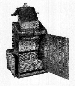 View of the back of 18th century optical  diagonal machine with built-in box  of 40 vues d'optique issued by  the English printer/ publisher C. Dicey  [(GA) GC 138 / GA 2005.01029]